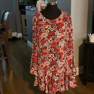 🆕 Floral Dress with Flared Hem and Sleeves